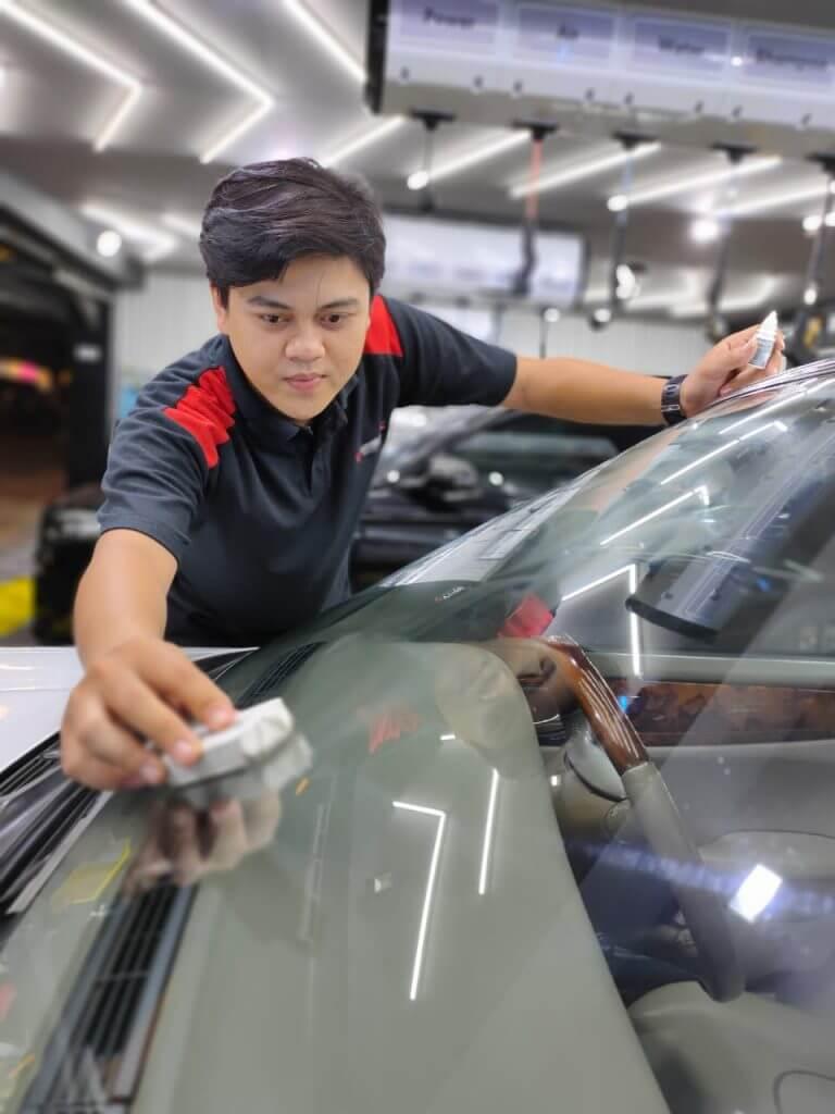 merawat kaca mobil dengan coating kaca dan treatment dari glassfusion